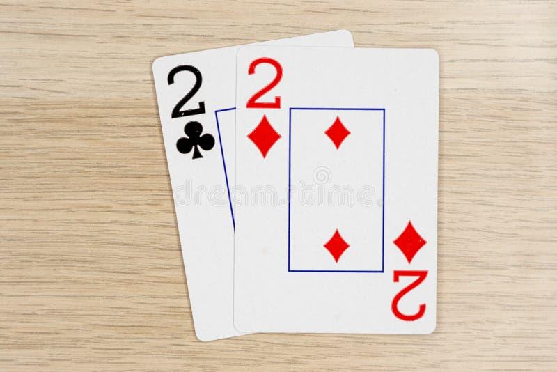 Ζευγάρι των twos 2 - κάρτες πόκερ παιχνιδιού χαρτοπαικτικών λεσχών στοκ φωτογραφίες