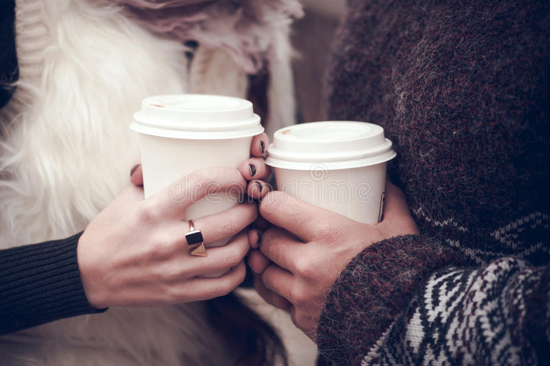 Ζεύγος ερωτευμένο με τον καφέ στοκ εικόνες