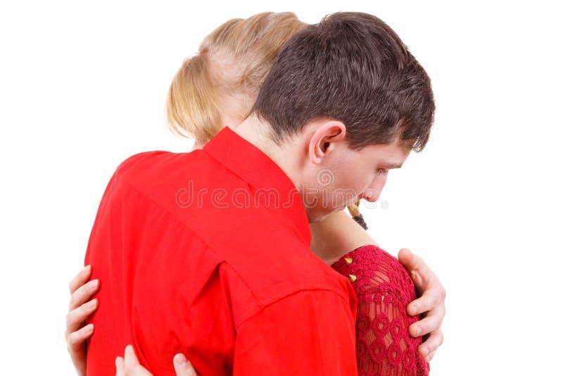 Ζεύγος Η γυναίκα είναι λυπημένη και παρηγομένος από το συνεργάτη του στοκ εικόνα