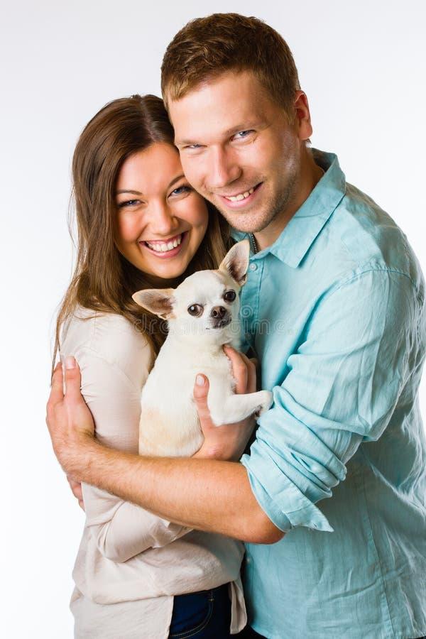 Ζεύγος και σκυλί στοκ φωτογραφίες