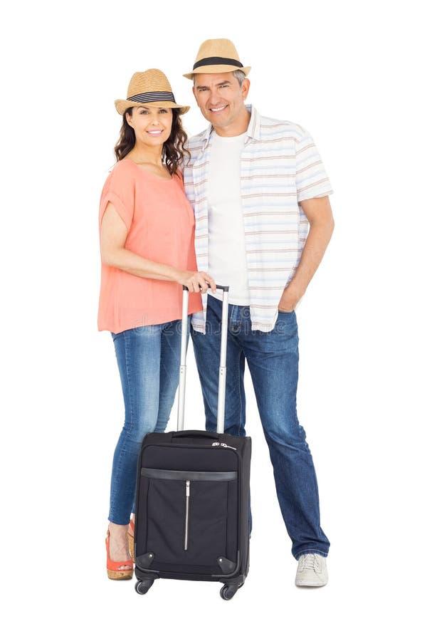 Ζεύγος με τις τσάντες που αγκαλιάζουν η μια την άλλη στοκ φωτογραφίες με δικαίωμα ελεύθερης χρήσης