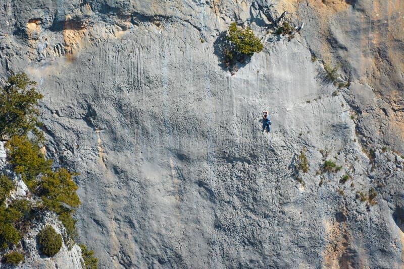 Ζεύγος που αναρριχείται στο φαράγγι φαραγγιών Verdon, Προβηγκία r στοκ φωτογραφίες