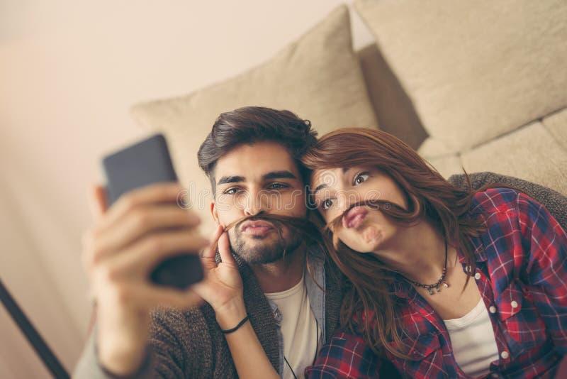 Ζεύγος που παίρνει selfie στοκ εικόνες