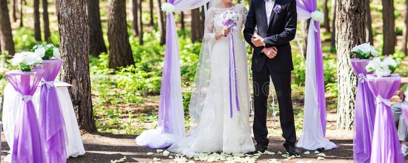 ζεύγος που παντρεύεται στοκ φωτογραφία με δικαίωμα ελεύθερης χρήσης
