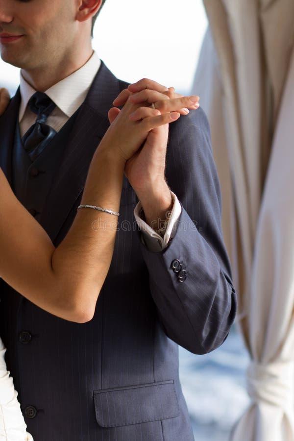 Ζεύγος που χορεύει ο γαμήλιος χορός στοκ εικόνες