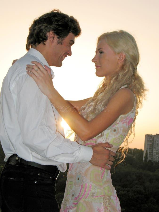 ζεύγος ρομαντικό στοκ φωτογραφία με δικαίωμα ελεύθερης χρήσης
