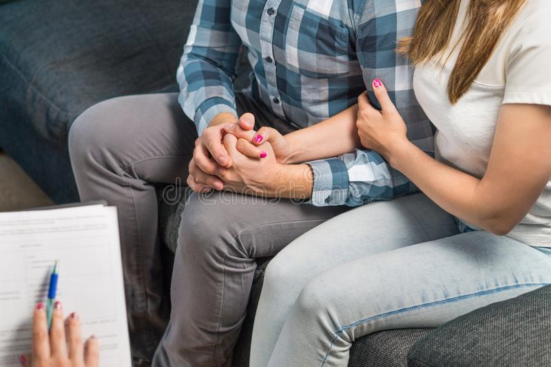 Ζεύγος στην παροχή συμβουλών θεραπείας ή γάμου στοκ εικόνα