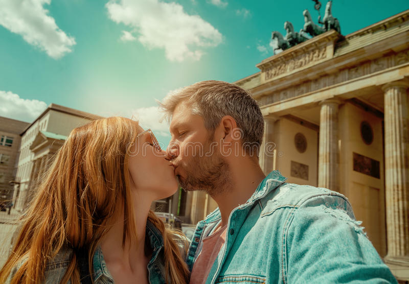 Ζεύγος τουριστών στο Βερολίνο στοκ εικόνα
