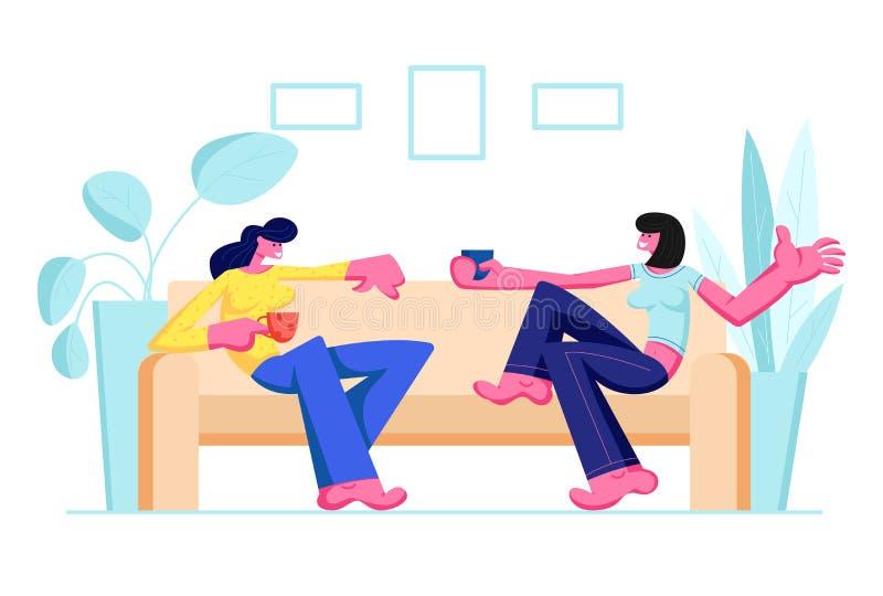 Ζεύγος των φίλων κοριτσιών που κάθονται στον καναπέ, ποτά κατανάλωσης και επικοινωνία στο σπίτι Θηλυκή φιλία χαρακτήρων, να κουβε απεικόνιση αποθεμάτων