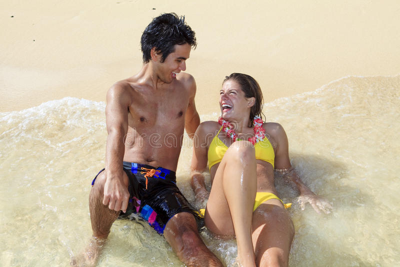 Download ζεύγος Χαβάη παραλιών στοκ εικόνα. εικόνα από ευτυχής - 13180015