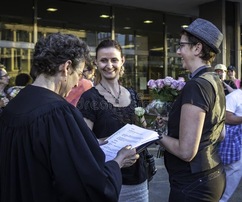 Ζεύγος Lesbain που παντρεύεται στο Ουισκόνσιν στοκ φωτογραφία με δικαίωμα ελεύθερης χρήσης