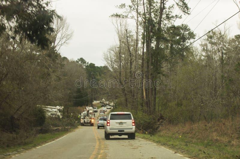 Ζημία δέντρων και ηλεκτροφόρων καλωδίων στο δρόμο Fortson στοκ εικόνες
