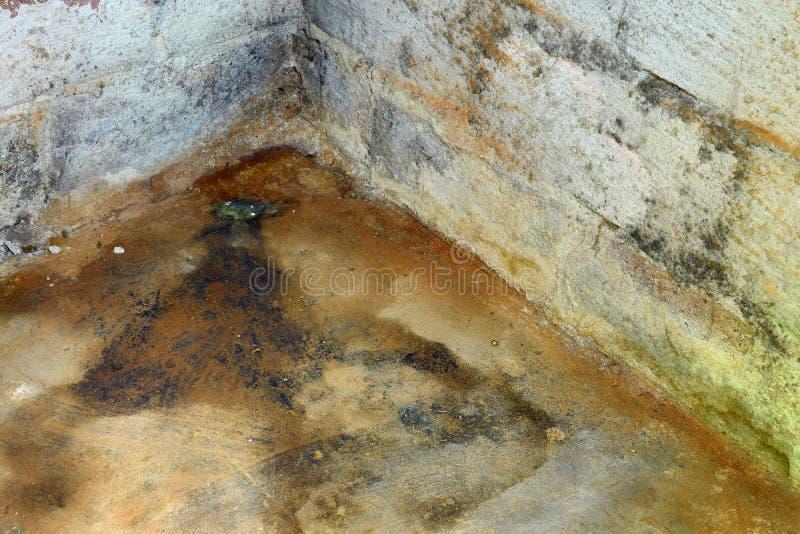 Ζημία και φόρμα νερού στο υπόγειο στοκ εικόνες