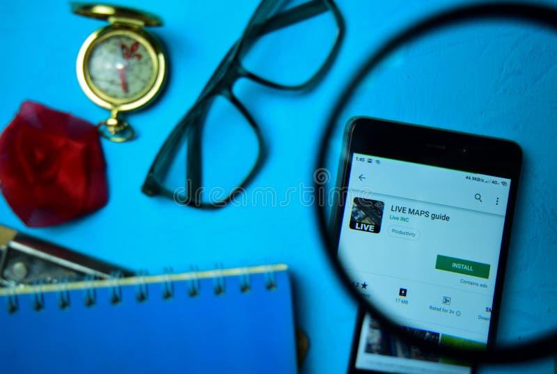 ΖΗΣΤΕ οδηγός dev app ΧΑΡΤΩΝ με την ενίσχυση στην οθόνη Smartphone στοκ φωτογραφία με δικαίωμα ελεύθερης χρήσης