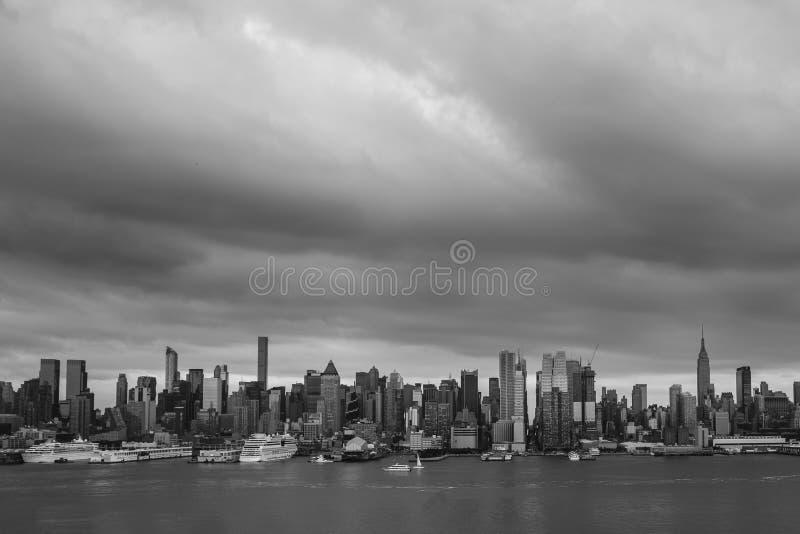 Ζοφερά σύννεφα θύελλας πέρα από την πόλη της Νέας Υόρκης στοκ φωτογραφία με δικαίωμα ελεύθερης χρήσης