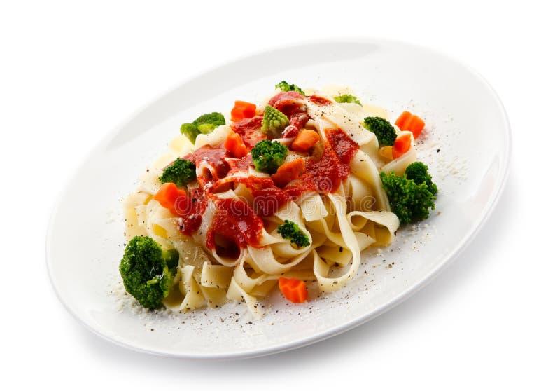 Ζυμαρικά με τα ζωηρόχρωμα λαχανικά στοκ φωτογραφίες