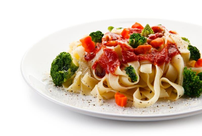 Ζυμαρικά με τα ζωηρόχρωμα λαχανικά στοκ φωτογραφίες με δικαίωμα ελεύθερης χρήσης