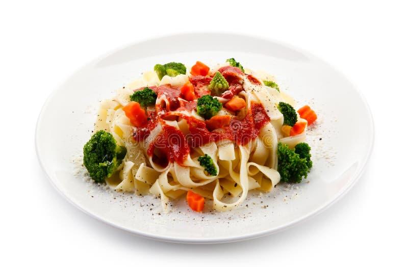Ζυμαρικά με τα ζωηρόχρωμα λαχανικά στοκ φωτογραφία με δικαίωμα ελεύθερης χρήσης