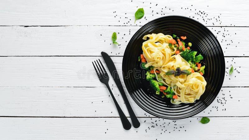 Ζυμαρικά με τα λαχανικά Ιταλική παραδοσιακή κουζίνα στοκ εικόνα με δικαίωμα ελεύθερης χρήσης