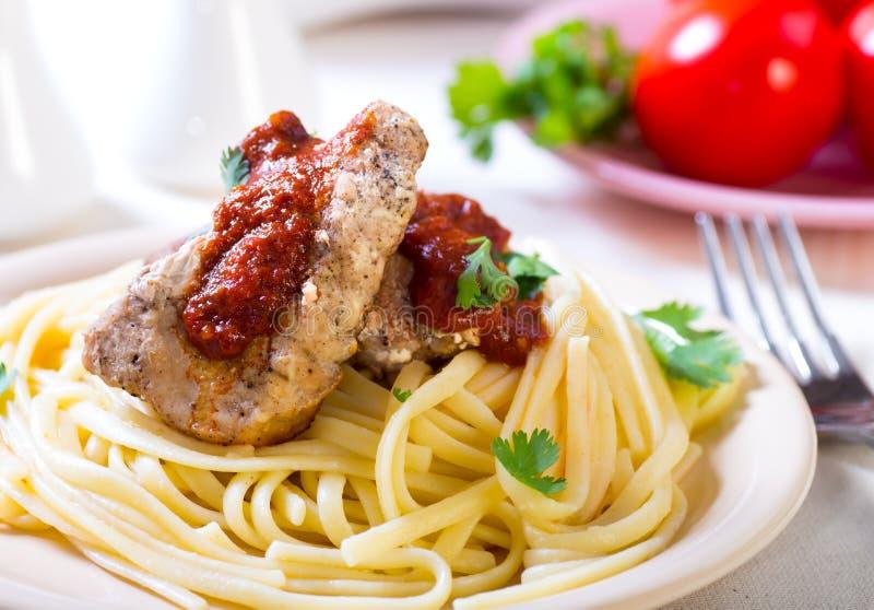 Ζυμαρικά με το χοιρινό κρέας στοκ εικόνες
