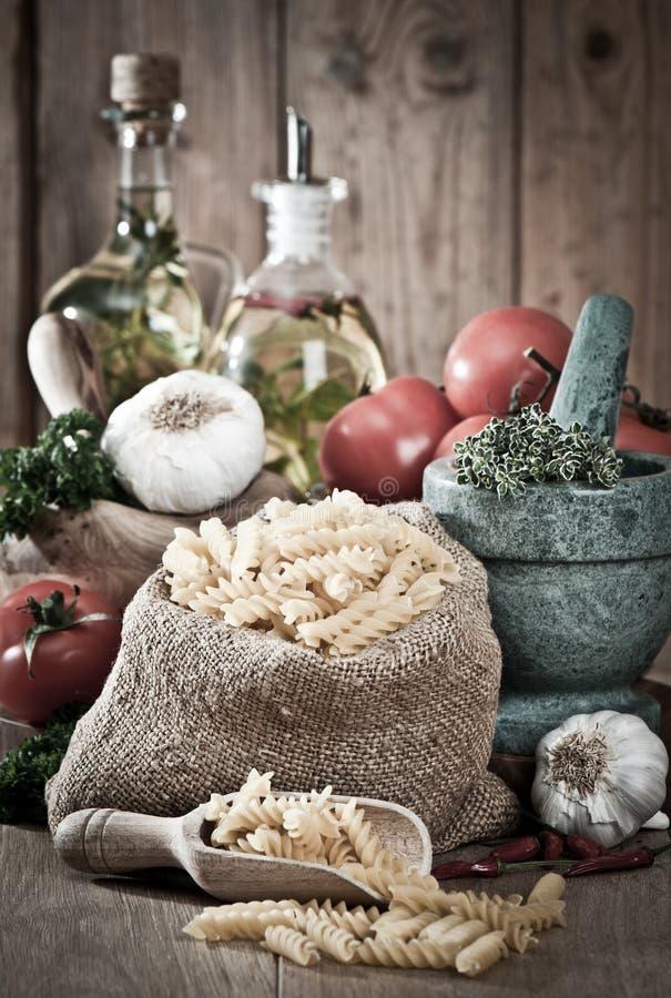 ζυμαρικά χορταριών σκόρδο στοκ εικόνα