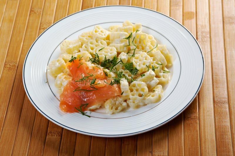 Ζυμαρικά Ruote με τη σάλτσα κρέμας στοκ εικόνες