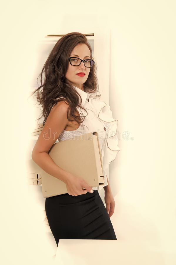 Ζωή γραφείων δάσκαλος ή σπουδαστής Οικονομικών Σχολών προκλητική γυναίκα με τα κόκκινα χείλια στα γυαλιά E Γοητεία στοκ εικόνες