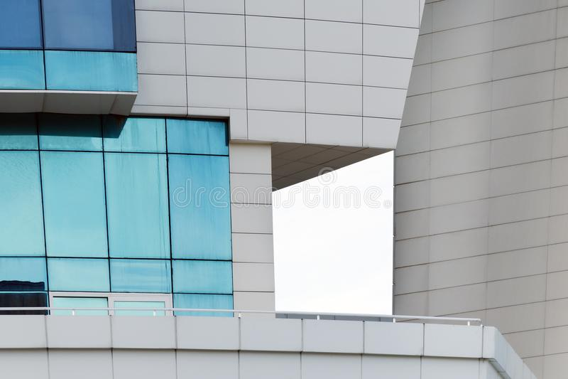 Ζωή πόλεων - γεωμετρία της σύγχρονης αστικής αρχιτεκτονικής στοκ φωτογραφία με δικαίωμα ελεύθερης χρήσης