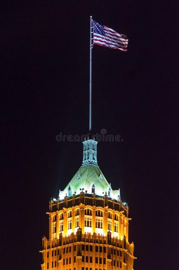 Ζωή πύργων που χτίζει τη νύχτα μέσα το San Antonio, Τέξας στοκ φωτογραφία με δικαίωμα ελεύθερης χρήσης