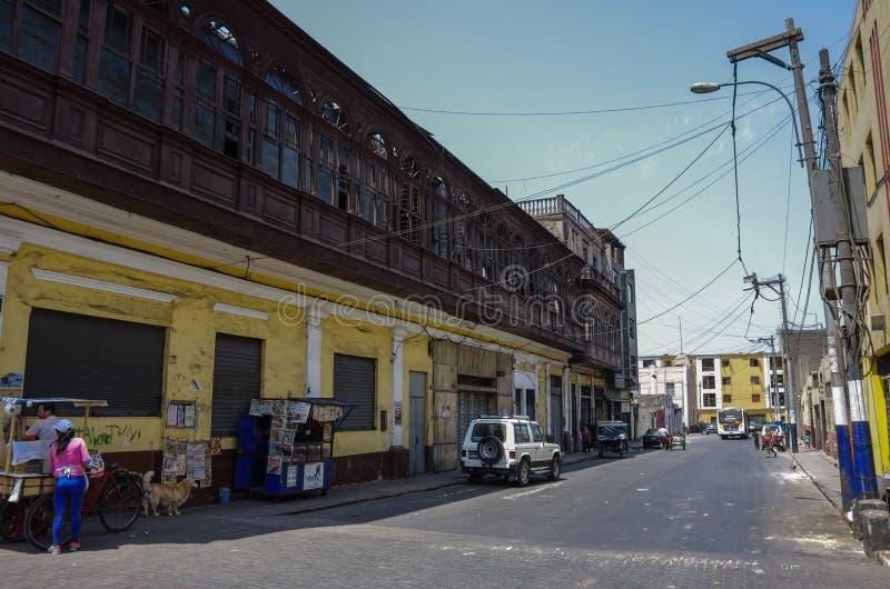 Ζωή στους δρόμους σε μια από την της Λίμα οδό κωμοπόλεων πόλεων παλαιά με το traditi στοκ εικόνα με δικαίωμα ελεύθερης χρήσης