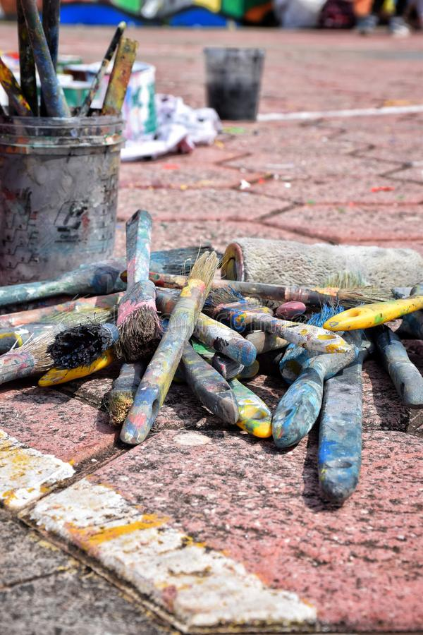 Ζωή στους δρόμους r Βούρτσες στην οδό στοκ φωτογραφία με δικαίωμα ελεύθερης χρήσης