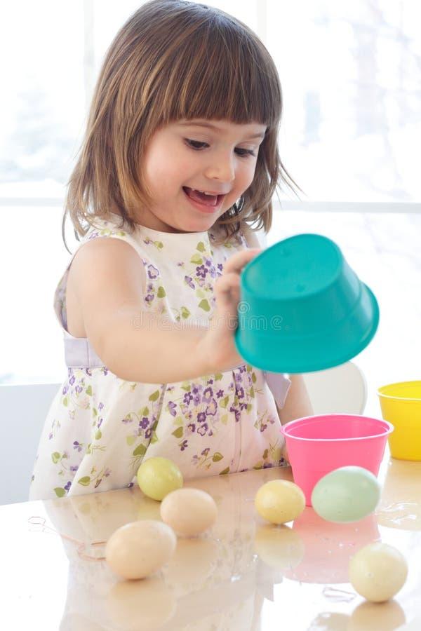 ζωγραφική αυγών Πάσχας στοκ εικόνα