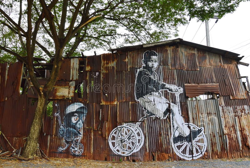 Ζωγραφική για το μνημείο στο βασιλιά Bhumibol Adulyadej Αυτού Εξοχότη στον παλαιό τοίχο σπιτιών στοκ φωτογραφία