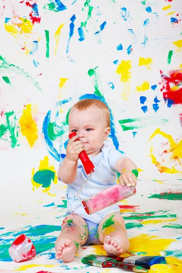 ζωγραφική μωρών εύθυμη στοκ φωτογραφία με δικαίωμα ελεύθερης χρήσης