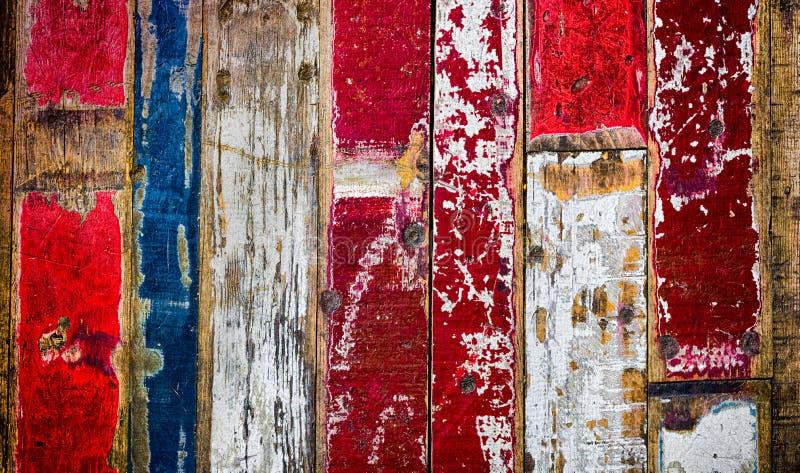 Ζωηρόχρωμα αγροτικά ξύλινα floorboards στο διαφορετικό εκλεκτής ποιότητας ύφος χρωμάτων στοκ εικόνα με δικαίωμα ελεύθερης χρήσης