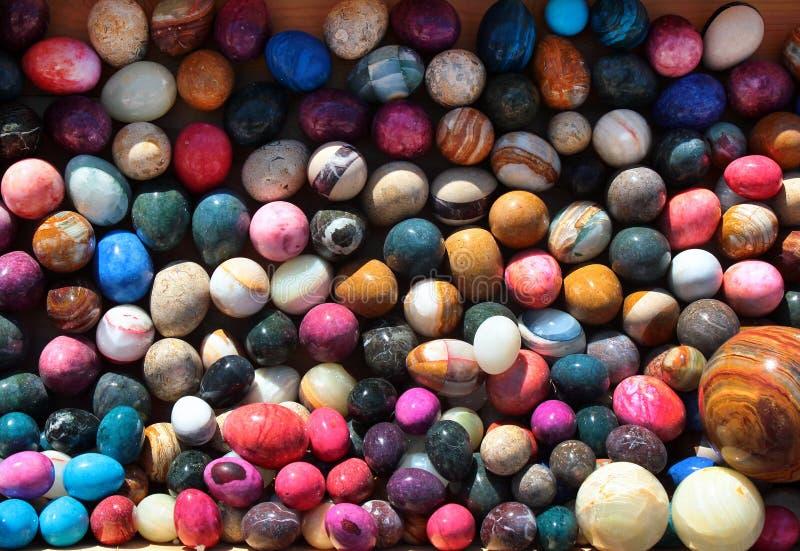 Ζωηρόχρωμα αυγά πετρών στοκ εικόνα με δικαίωμα ελεύθερης χρήσης