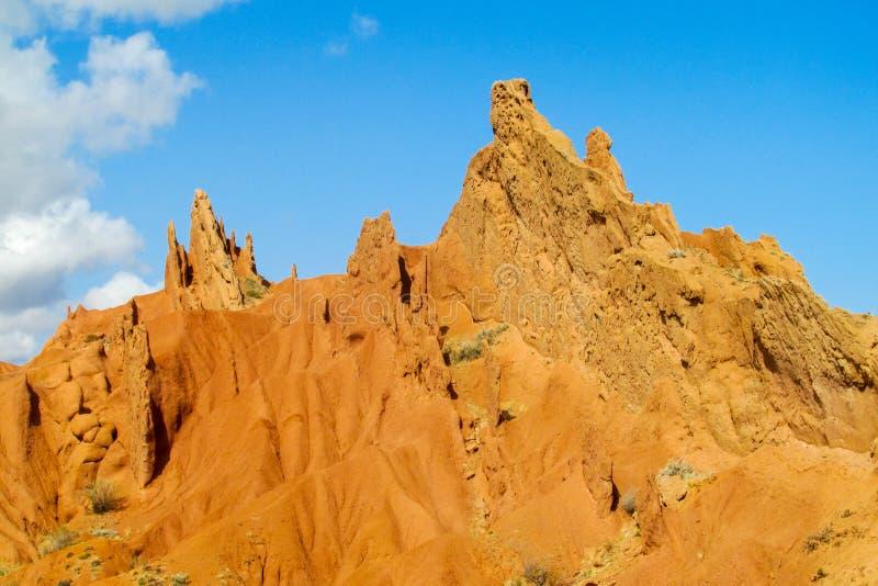 Ζωηρόχρωμα βουνά μορφής κάστρων, κίτρινοι και διαφορετικοί χρωματισμένοι χρώμα λόφοι στοκ φωτογραφία με δικαίωμα ελεύθερης χρήσης
