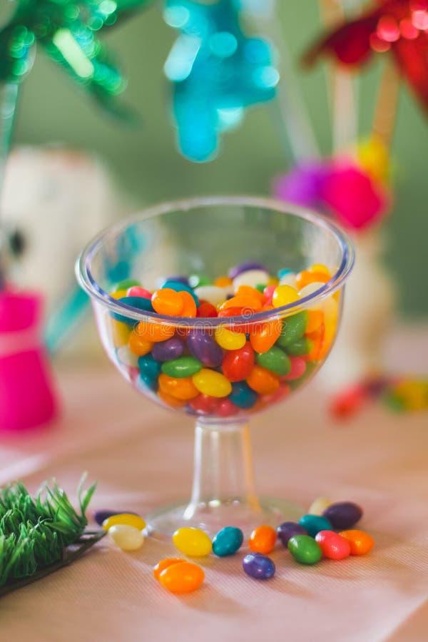 ζωηρόχρωμα γλυκά βάζων γυ&al στοκ εικόνα με δικαίωμα ελεύθερης χρήσης