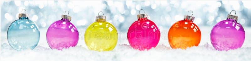 Ζωηρόχρωμα διαφανή μπιχλιμπίδια Χριστουγέννων στοκ εικόνα με δικαίωμα ελεύθερης χρήσης