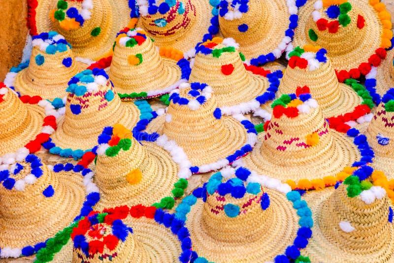 Ζωηρόχρωμα καπέλα ήλιων για την πώληση στοκ εικόνες