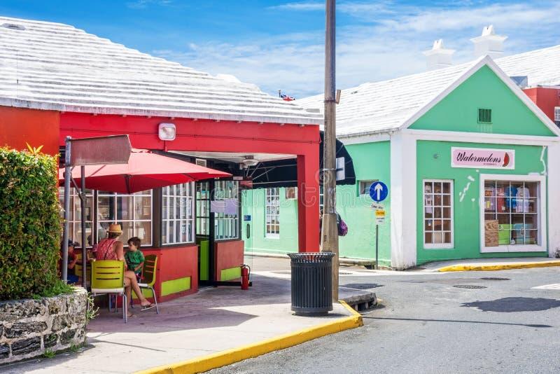 Ζωηρόχρωμα καταστήματα Βερμούδες στοκ εικόνα με δικαίωμα ελεύθερης χρήσης