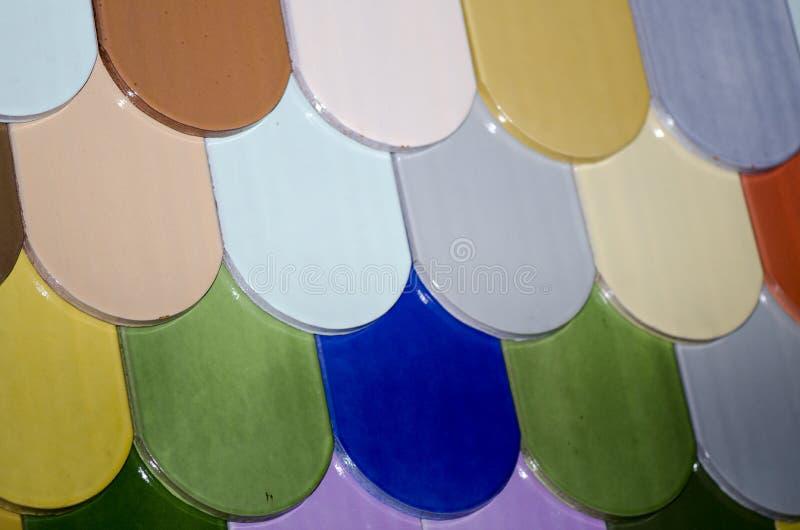 Ζωηρόχρωμα κεραμίδια στεγών στοκ φωτογραφίες