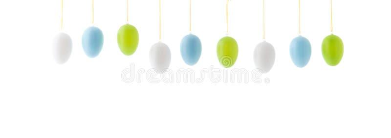 Ζωηρόχρωμα κρεμώντας αυγά Πάσχας σειρών στοκ φωτογραφία με δικαίωμα ελεύθερης χρήσης
