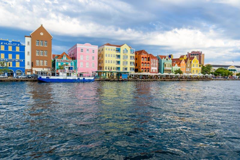 Ζωηρόχρωμα κτήρια σε Willemstad κεντρικός, Κουρασάο, Ολλανδικές Αντίλλες, ένα μικρό νησί Καραϊβικής - ταξιδεψτε τον προορισμό για στοκ φωτογραφία με δικαίωμα ελεύθερης χρήσης