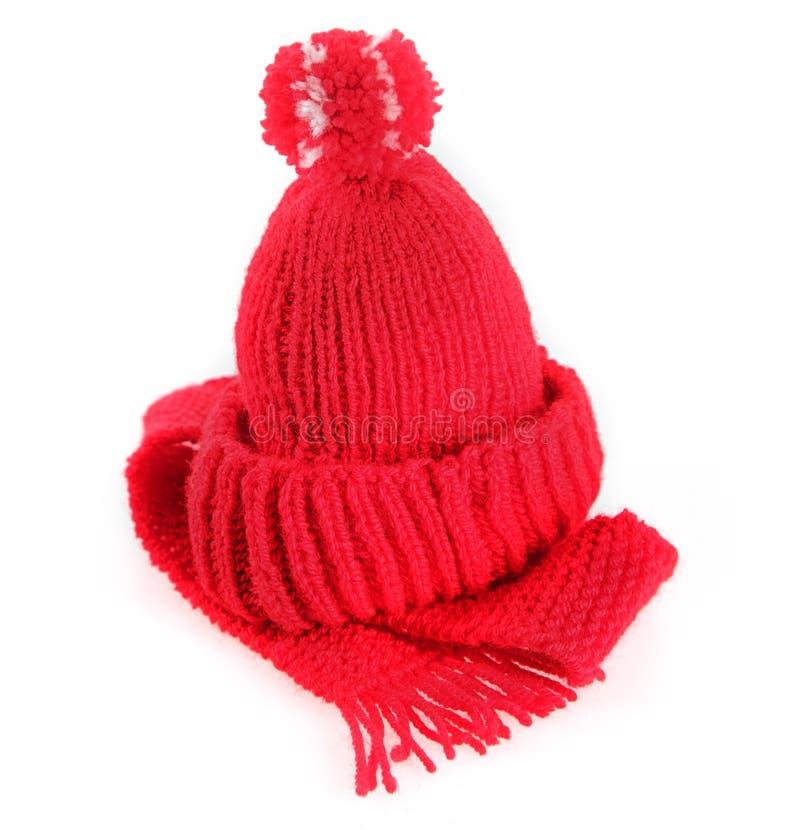 Ζωηρόχρωμα κόκκινα πλεκτά μαντίλι και καπέλο στοκ εικόνα