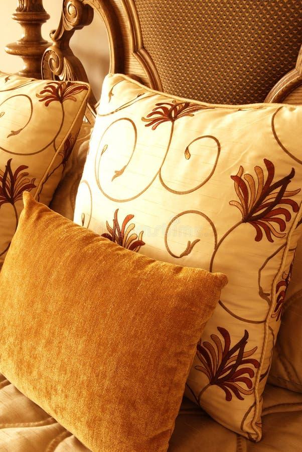 ζωηρόχρωμα μαξιλάρια σπορ&ep στοκ εικόνες