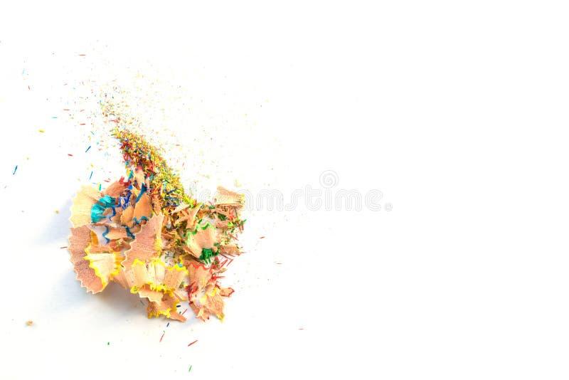 Ζωηρόχρωμα ξέσματα από τα μολύβια, που απομονώνονται στο άσπρο υπόβαθρο στοκ φωτογραφία με δικαίωμα ελεύθερης χρήσης