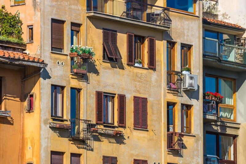Ζωηρόχρωμα παλαιά κτήρια στη Φλωρεντία, Ιταλία παλαιά πόλη στοκ φωτογραφίες