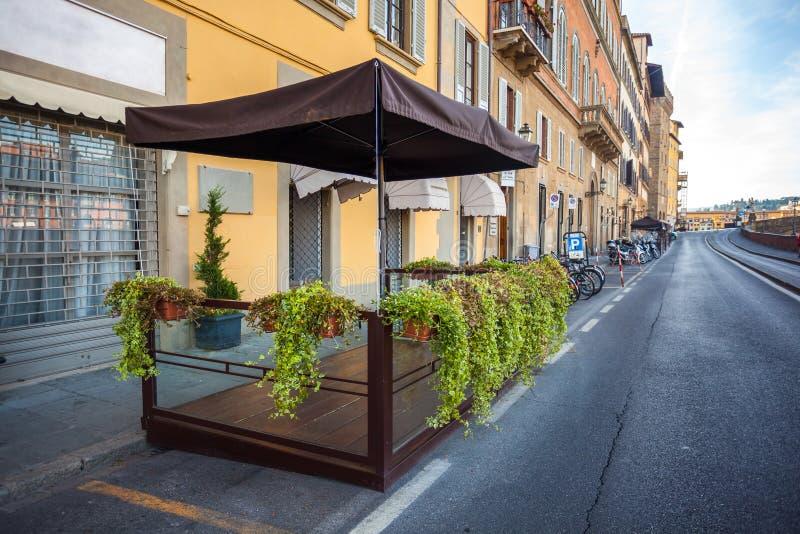 Ζωηρόχρωμα παλαιά κτήρια στη Φλωρεντία, Ιταλία παλαιά πόλη στοκ εικόνες