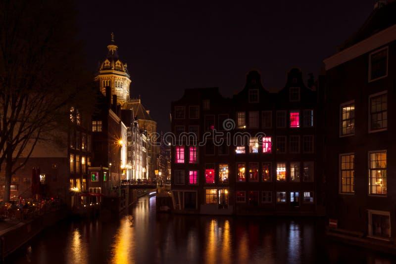 Περιοχή κόκκινου φωτός του Άμστερνταμ τη νύχτα στοκ εικόνα με δικαίωμα ελεύθερης χρήσης